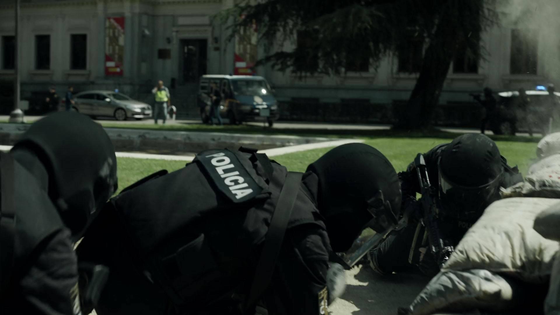 Money Heist S02E07 / AvaxHome
