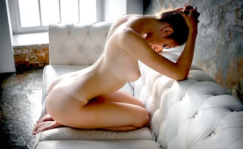 soblazn-golih-zhenshin