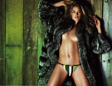 Top models by Mario Testino for V Magazine #59 Spring/Summer 2009: The Summer Swimsuit Issue
