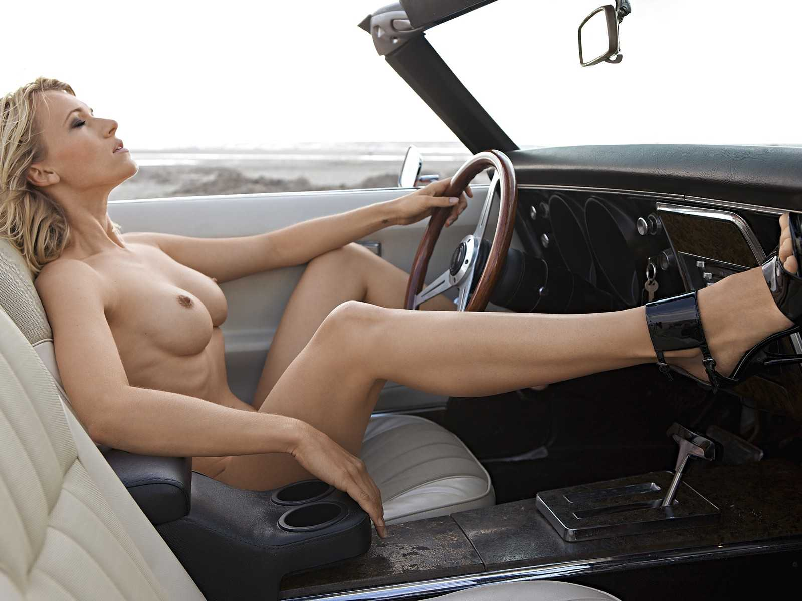Girl driving topless in convertible — photo 12
