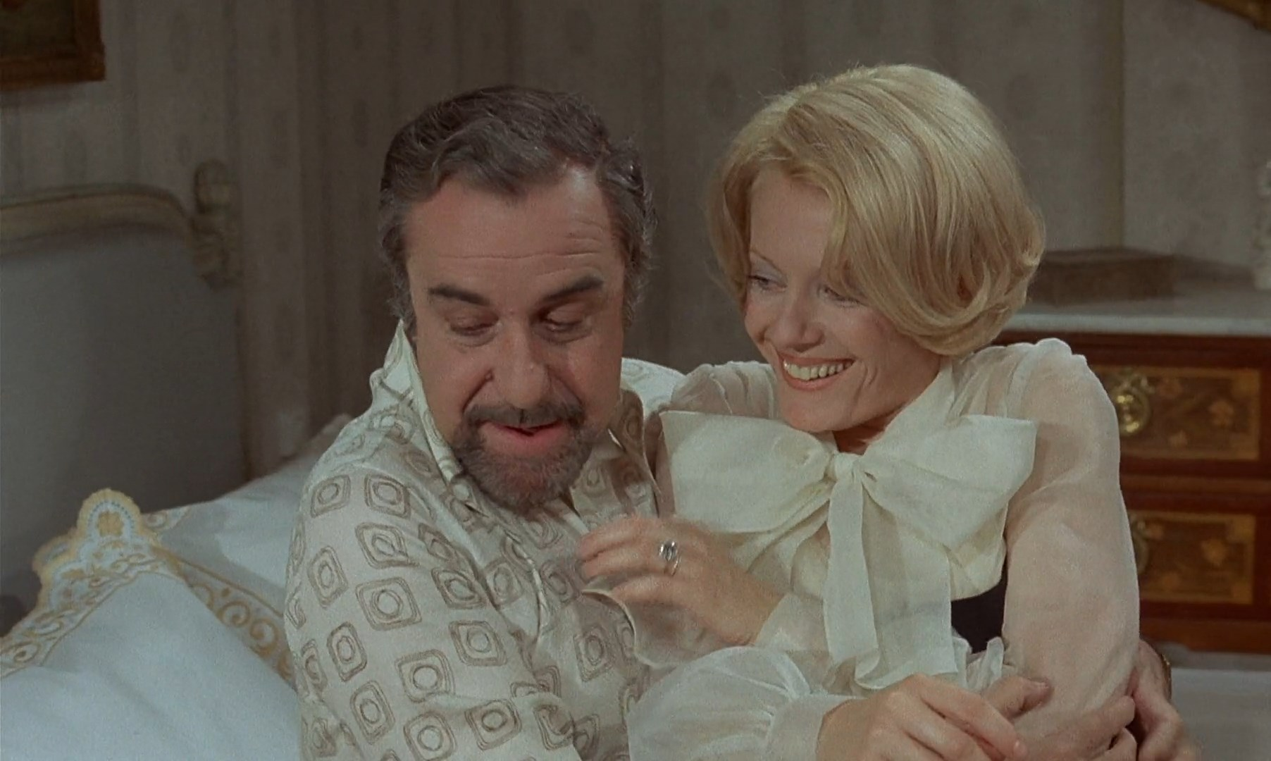 The Discreet Charm of the Bourgeoisie / Le charme discret de la bourgeoisie (1972) [Criterion Collection]