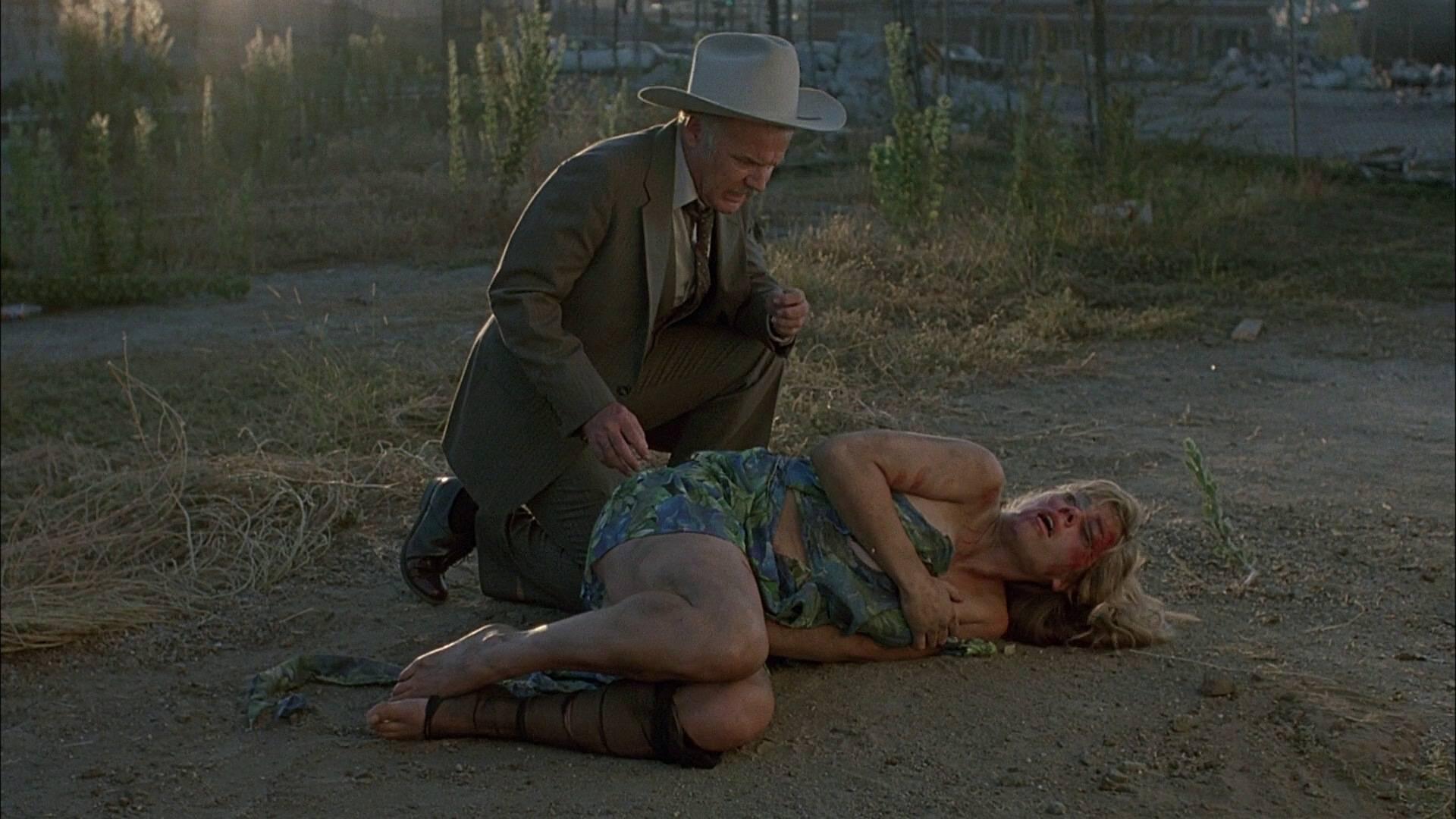 Фильм с проституткой труляля, парень одел напальчник на хуй