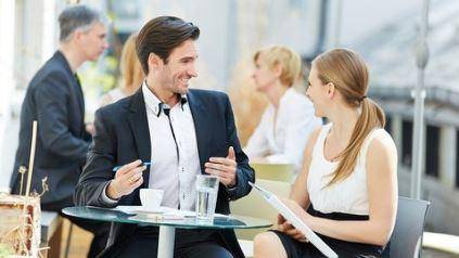 COMMUNICATION SKILLS How To Make A Great First Impresion