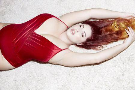 Lucy Vixen - Simply Red