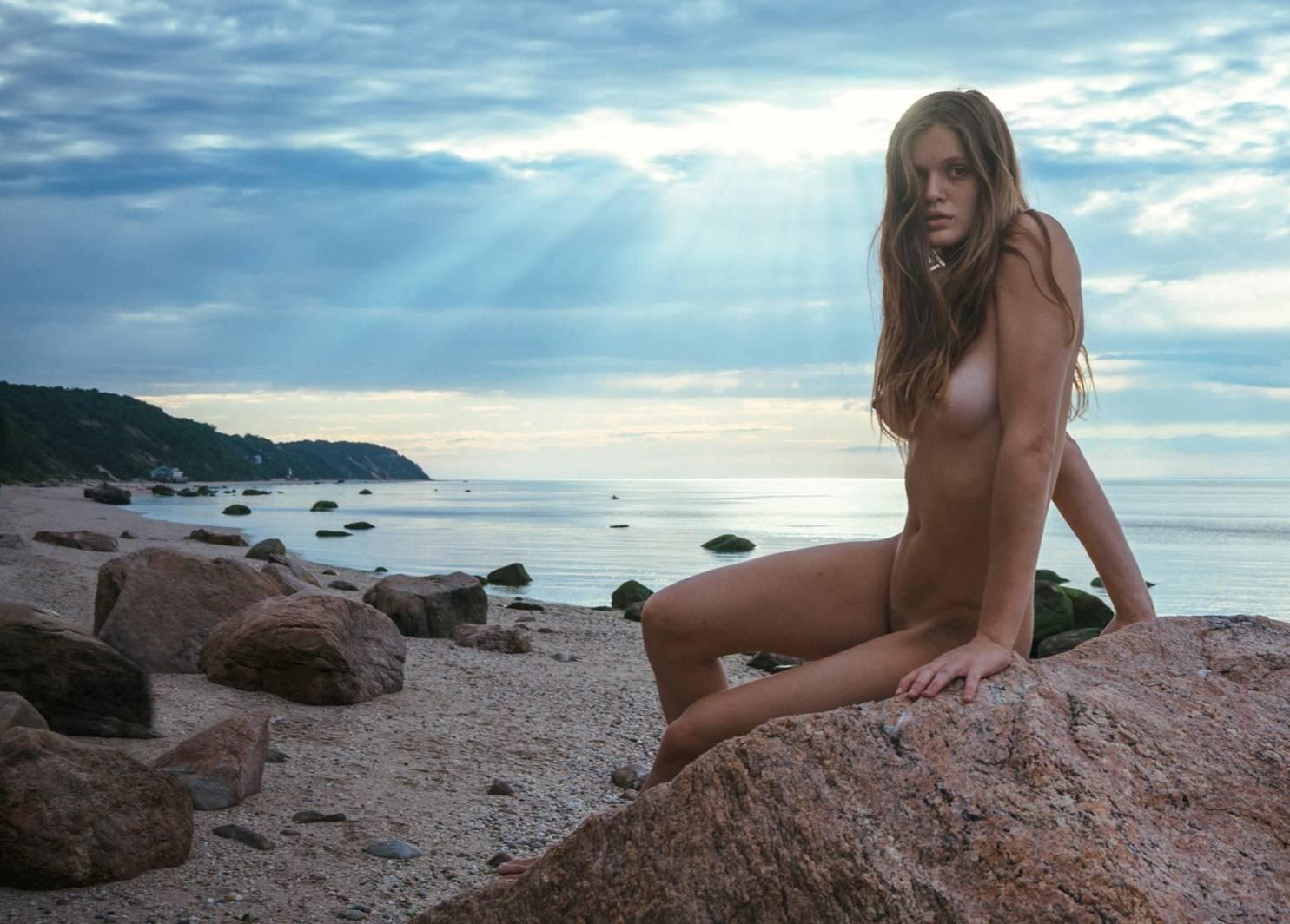 любительское видео и фото девушек с диких пляжей девки представлены