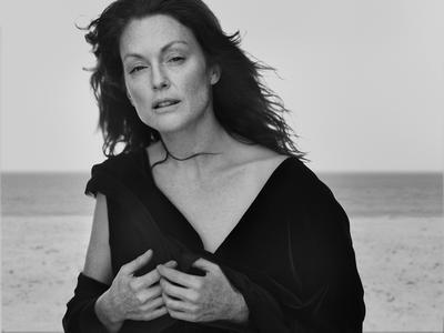 Julianne Moore by Peter Lindbergh for Vogue Italia September 2008