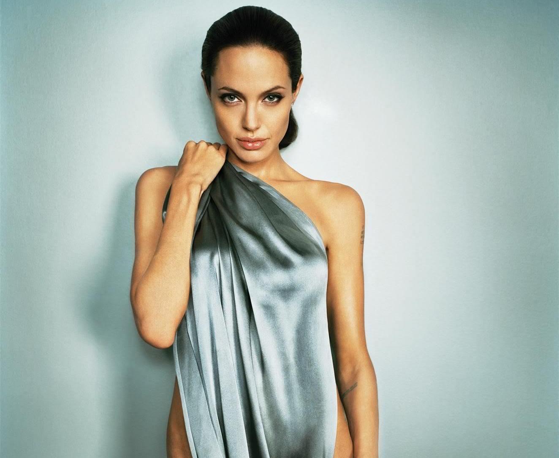 Sexiest woman alive Minka Kelly   JOE.ie