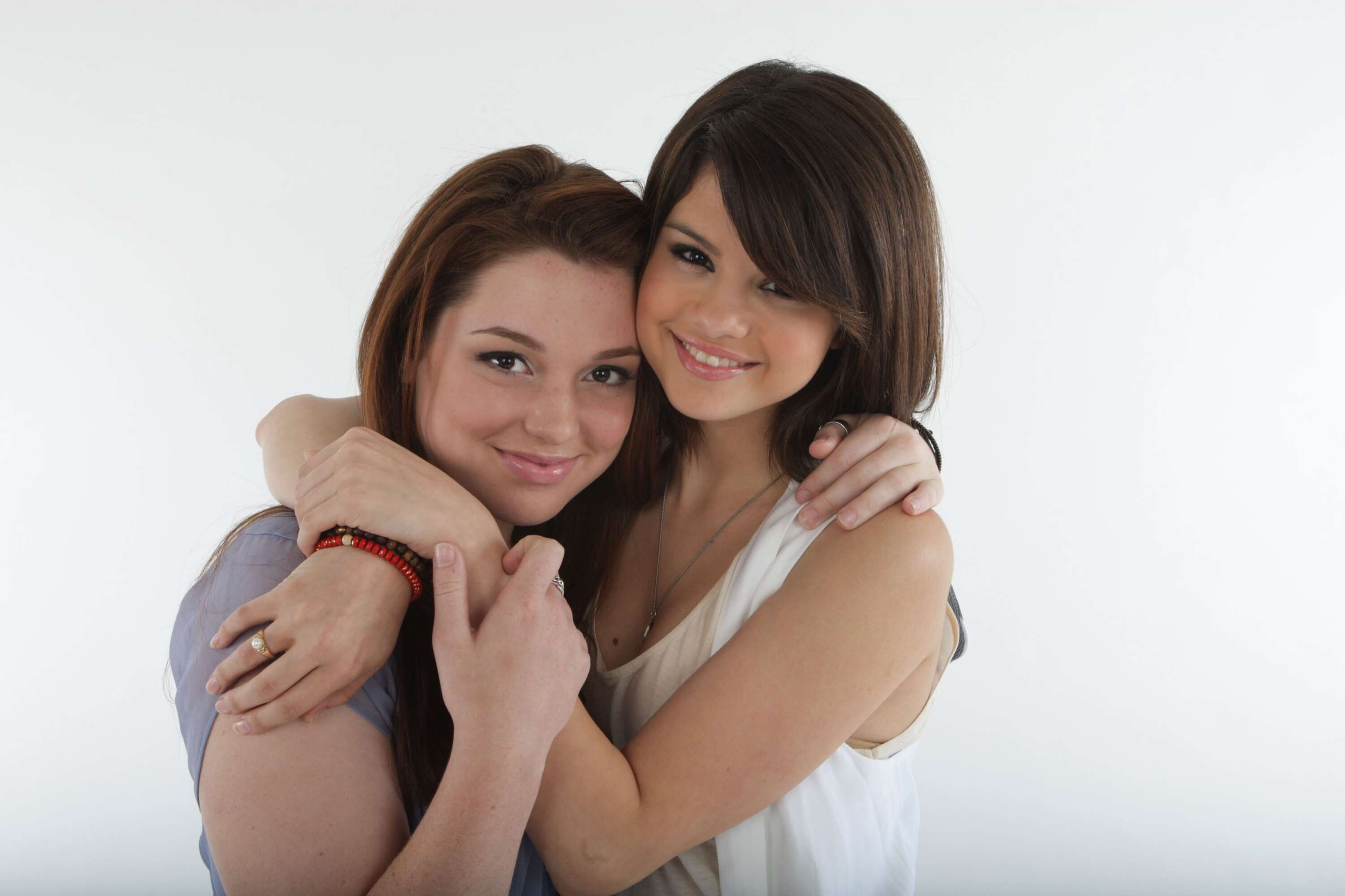 Selena Gomez And Jennifer Stone Liz Sullivan Photoshoot