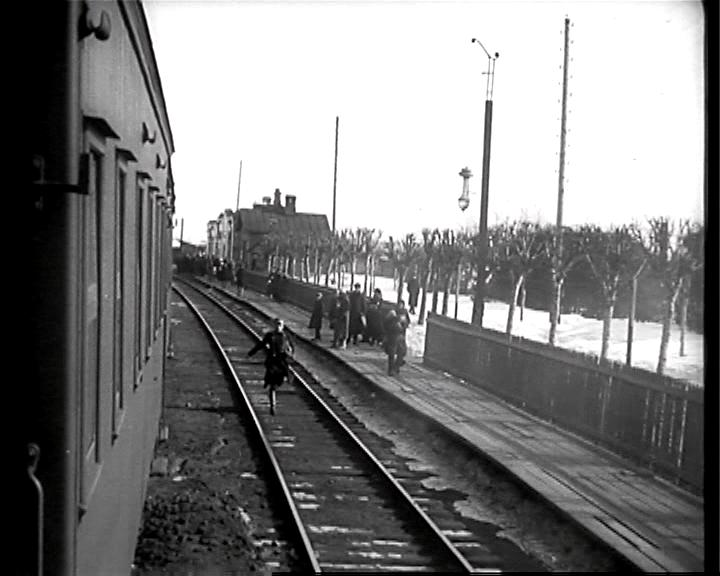 Devushka s korobkoy / The Girl with the Hat Box / Девушка с коробкой (1927) [ReUp]