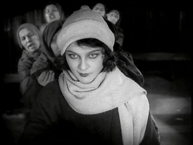 Devushka s korobkoy / The Girl with the Hat Box / Девушка с коробкой (1927) [ReUp]