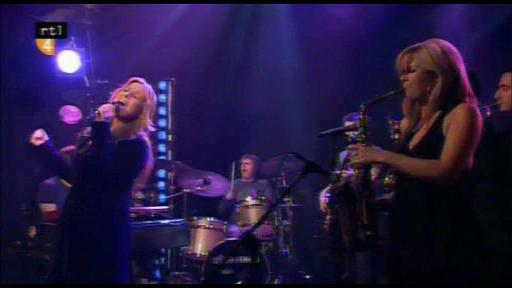Trijntje Oosterhuis ft. Candy Dulfer - Merry Christmas Baby (live, SVCD & widescreen)