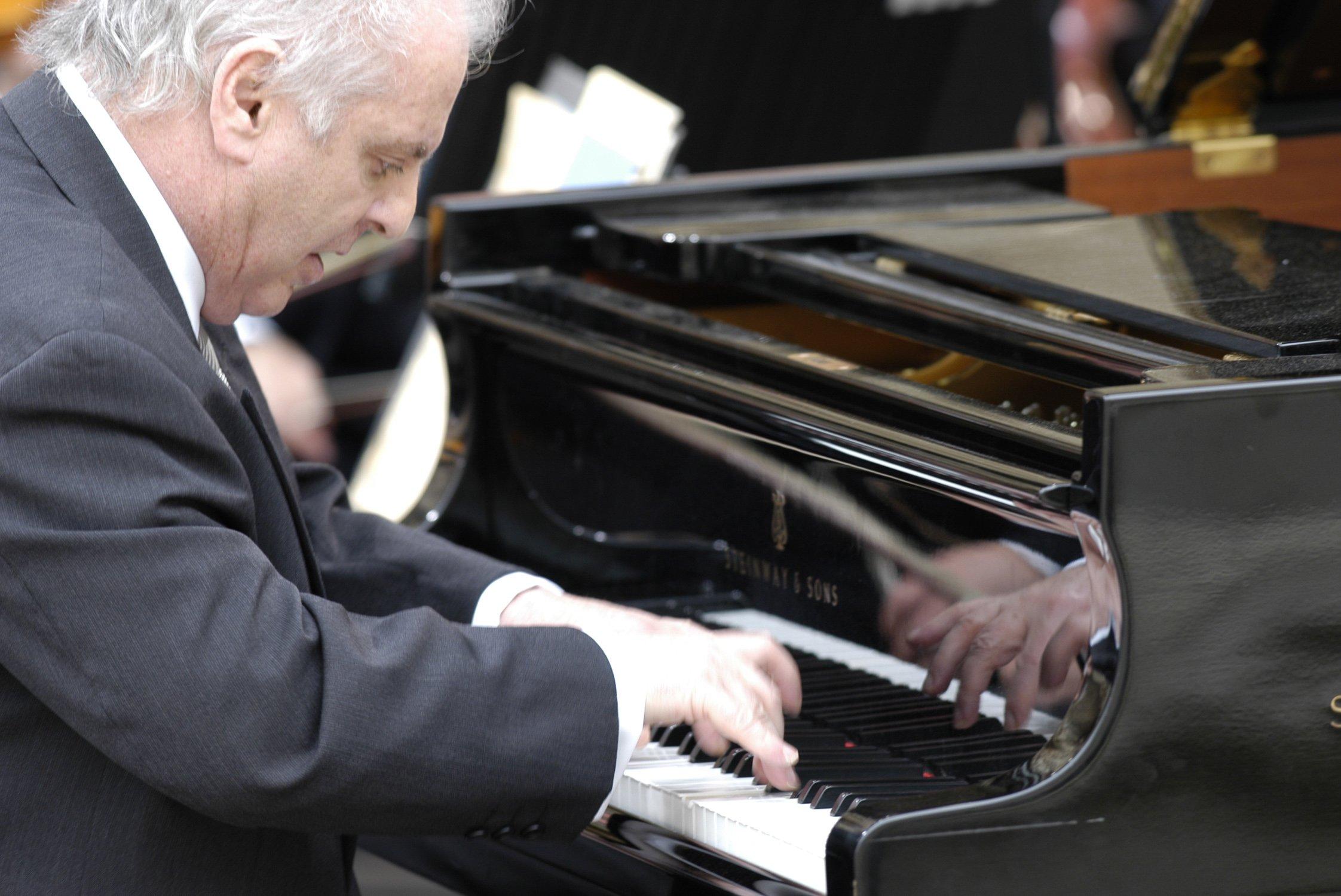 Daniel Barenboim, Staatskapelle Berlin, Gustavo Dudamel - Johannes Brahms: The Piano Concertos (2015) 2CDs
