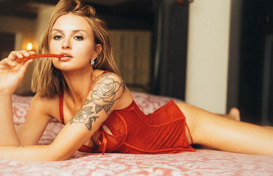 Alexandra Thompson by Mark Hanson