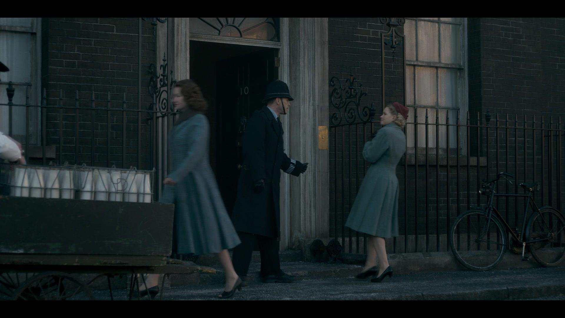 The Crown S01