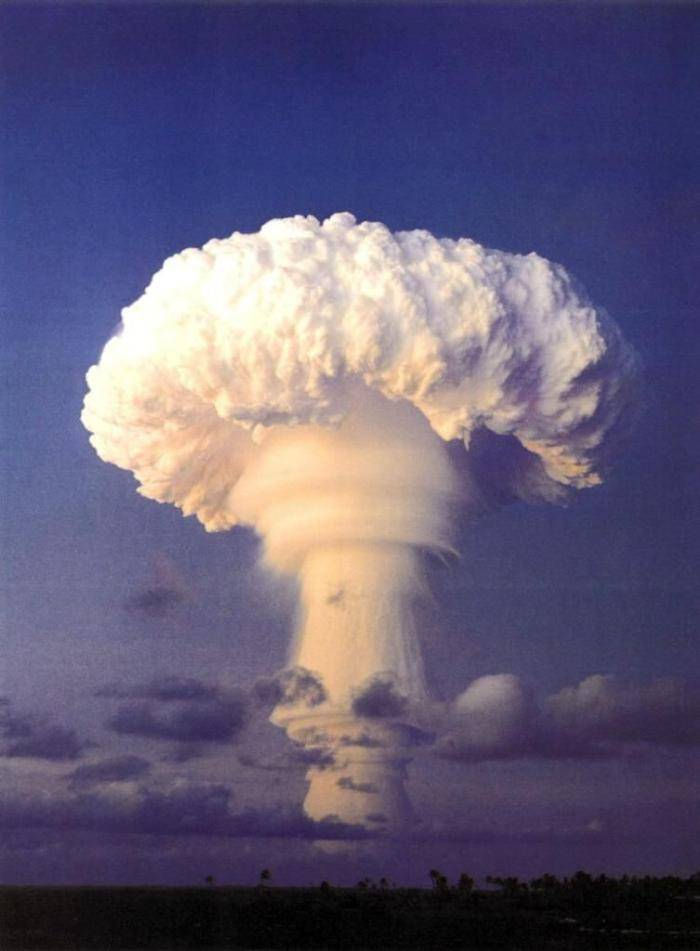 Collection of photos of nuclear explosions