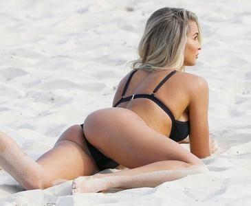 Madison Edwards - Bikini Photoshoot Candids in Sydney May 5, 2017