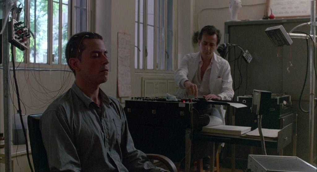 Hombre mirando al sudeste / Man Facing Southeast (1986)
